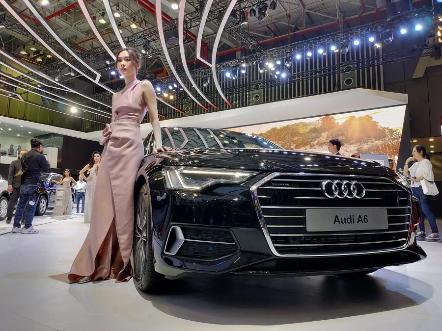 Ngắm dàn người mẫu xinh đẹp tại Vietnam Motor Show 2019