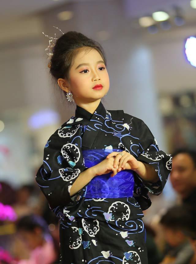Nguyễn Thục Anh: Công chúa nhỏ đáng yêu gây sốt cộng đồng mạng
