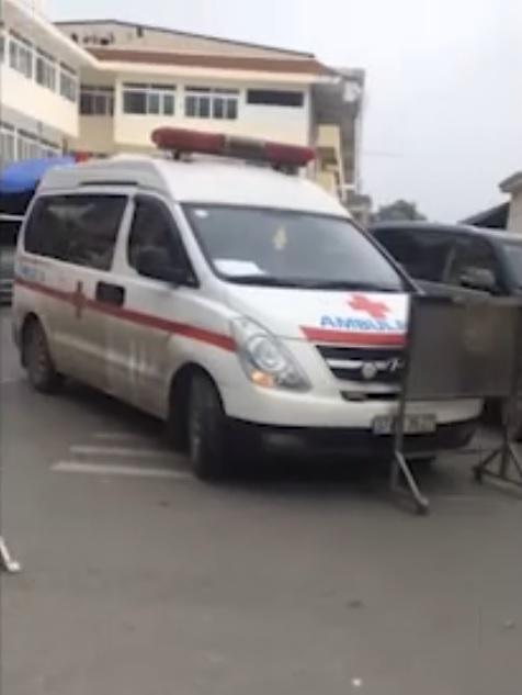 Nóng 24h qua: Bảo vệ BV Bạch Mai chặn xe cứu thương gây bức xúc cộng đồng mạng