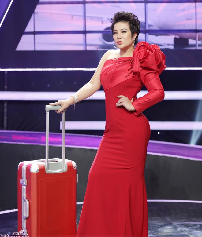 """Nữ doanh nhân giàu có Hà thành khiến nam người mẫu trẻ muốn """"lái máy bay"""" để học hỏi kinh nghiệm"""