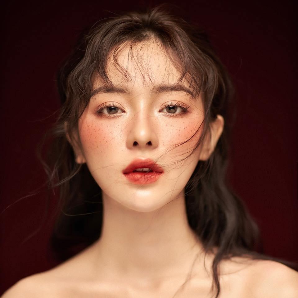 Nữ sinh Nhân văn là người mẫu ảnh, xinh tựa Địch Lệ Nhiệt Ba