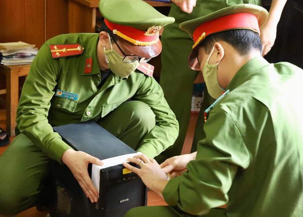 """Cách ly xã hội, 17 game thủ vẫn """"so tài"""" trong quán internet ở Phú Thọ"""