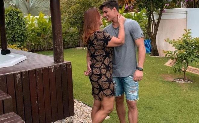 SỐC: Neymar ủng hộ mẹ hẹn hò với game thủ Free Fire kém 30 tuổi