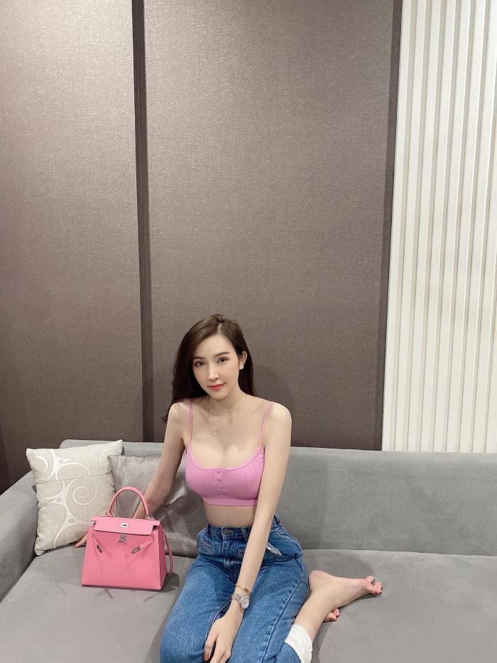"""""""Hot girl bán tạp hoá Bình Phước"""" được khen khi đi thi hoa hậu"""