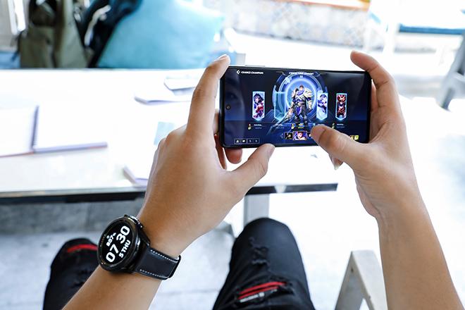Thử thách pin 7000mAh trên Galaxy M51: Xem phim, chiến game xuyên ngày đêm