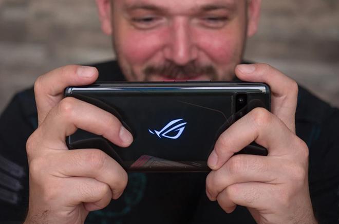 """Top 5 smartphone chơi game """"bá chủ"""" nhất thị trường"""