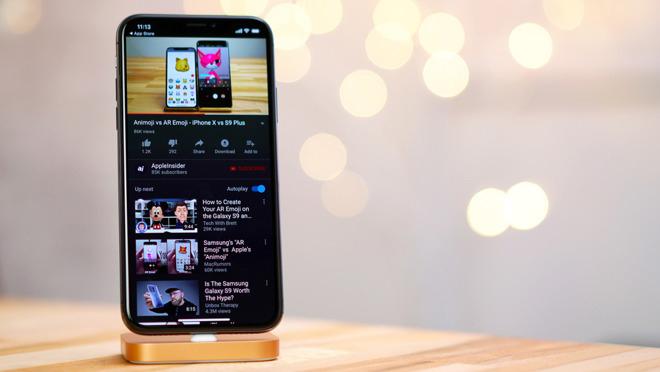"""Video: """"Bộ cánh"""" đen của YouTube có giúp iPhone X tiết kiệm pin?"""