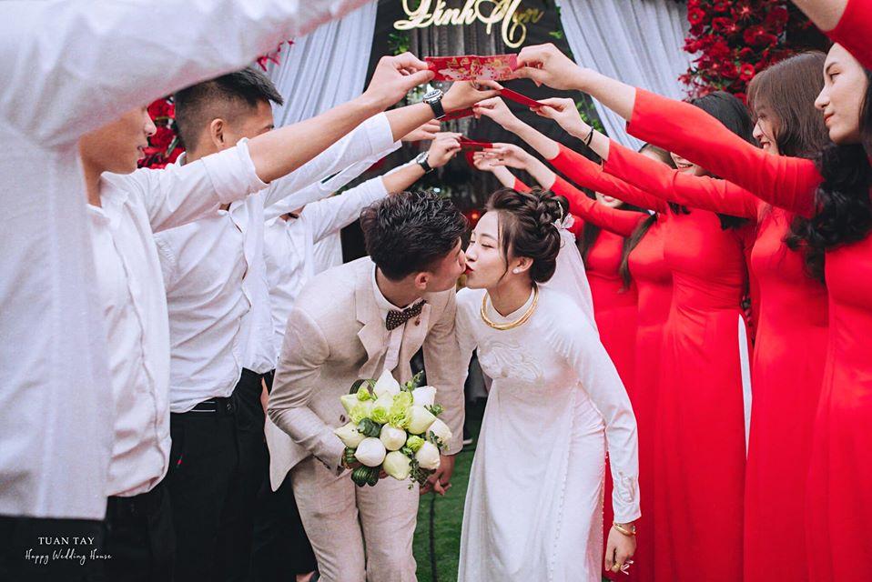Vợ hot girl của Phan Văn Đức khoe ảnh cưới đẹp như mơ gây sốt mạng