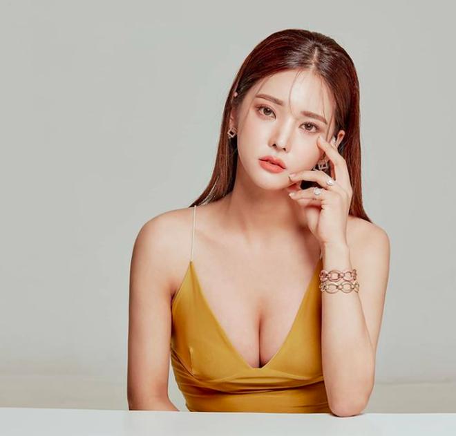"""Nữ streamer xứ Hàn tiết lộ hình ảnh thời còn trẻ, cô gái nào nhìn cũng muốn """"rụng trứng"""""""