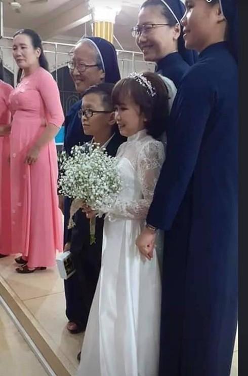 Ảnh cưới của cặp đôi chưa cao đến 1m2 gây sốt cộng đồng mạng