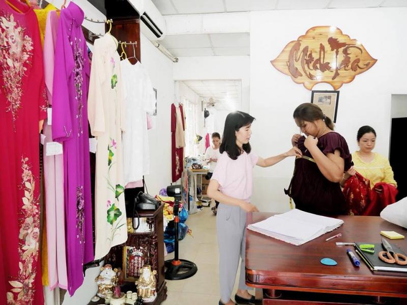 Top 6 địa chỉ mua vải và may áo dài đẹp nhất Huế