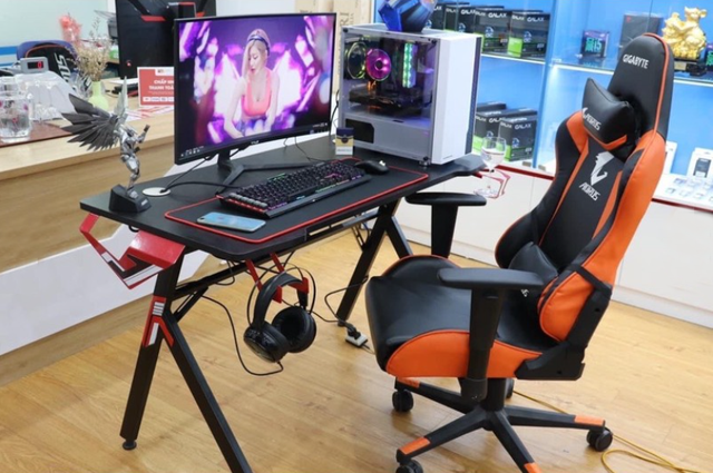 Ghế gaming xưa rồi, giờ phải sắm bàn gaming mới chất!