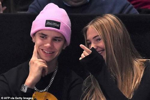 Nhan sắc thiên thần của người mẫu teen đang hẹn hò con thứ của Beckham