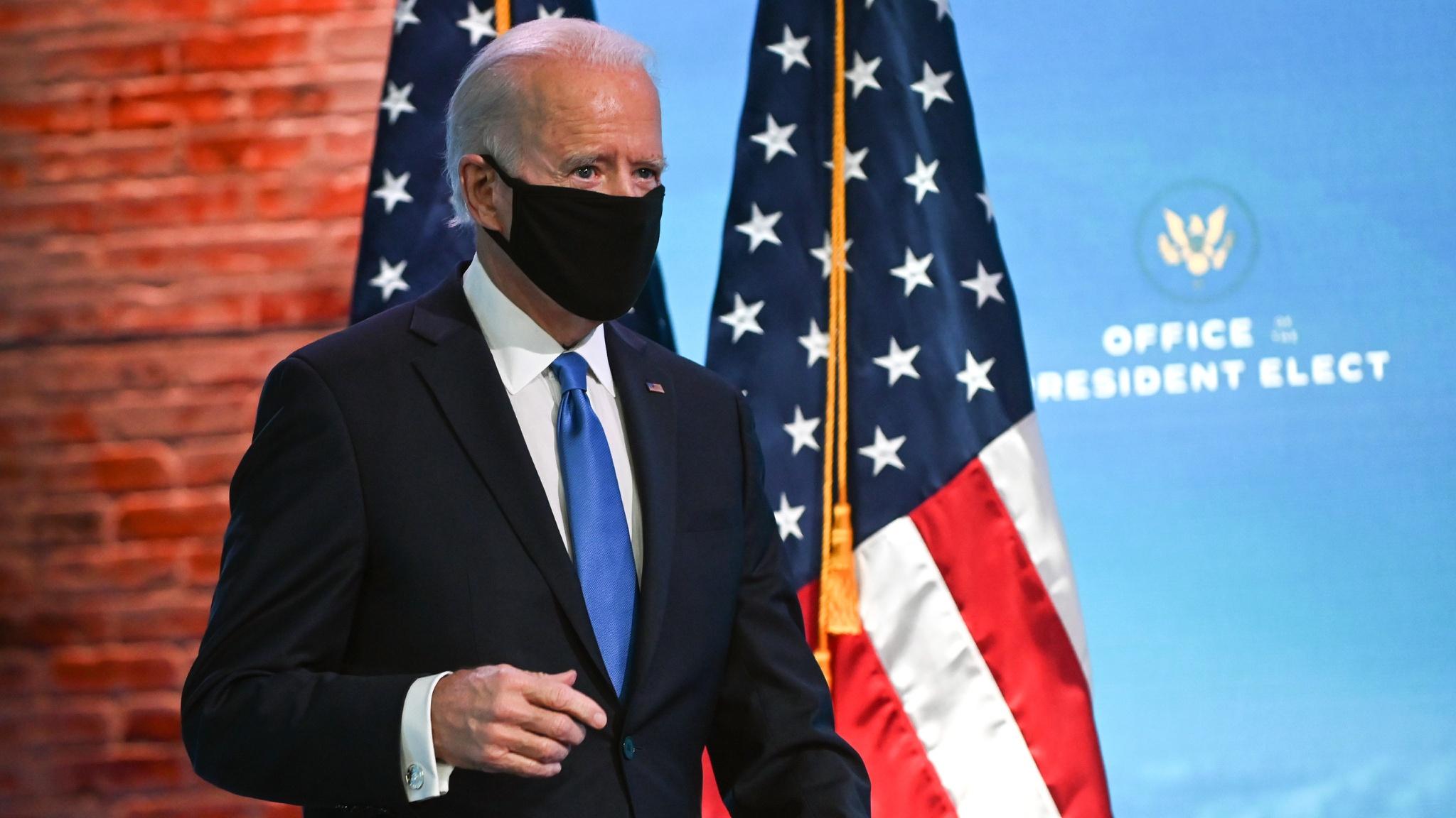 Cộng đồng mạng xôn xao việc ông Joe Biden ho liên tục lúc phát biểu
