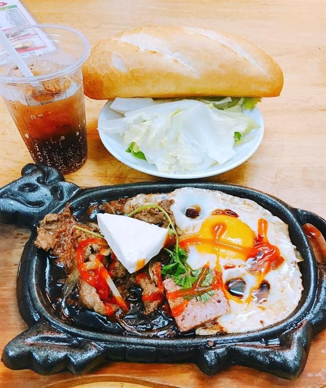 Top 6 Quán bò né ngon được yêu thích nhất Sài Gòn