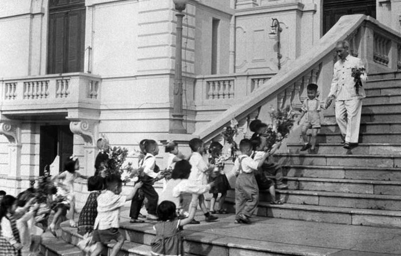 Top 20 Câu chuyện ngắn về tấm gương đạo đức Hồ Chí Minh