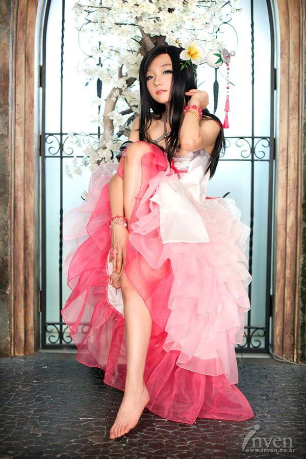 Aza Miyuko lung linh trong cosplay Blade & Soul