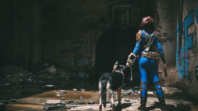 Cosplay chú chó và nữ chủ trong Fallout 4 đẹp miễn chê