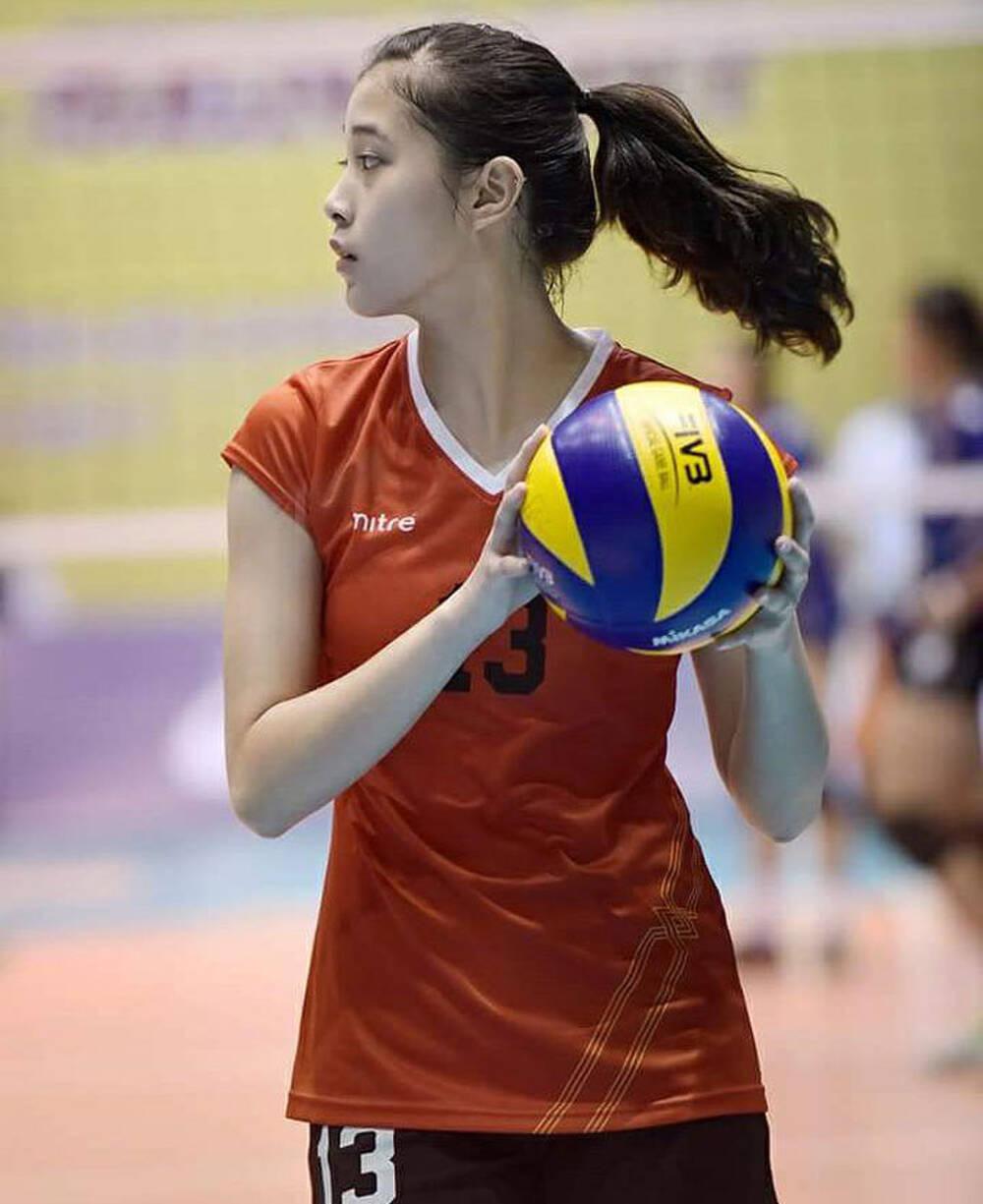 Hot girl bóng chuyền Đặng Thu Huyền 19 tuổi vừa giải nghệ quyến rũ ra sao?