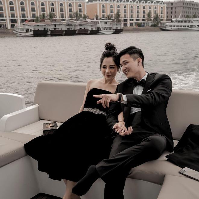 """Tình cũ công khai hẹn hò người mới, cựu người mẫu Hà thành ẩn ý """"trẻ con thích chơi đồ cổ"""""""