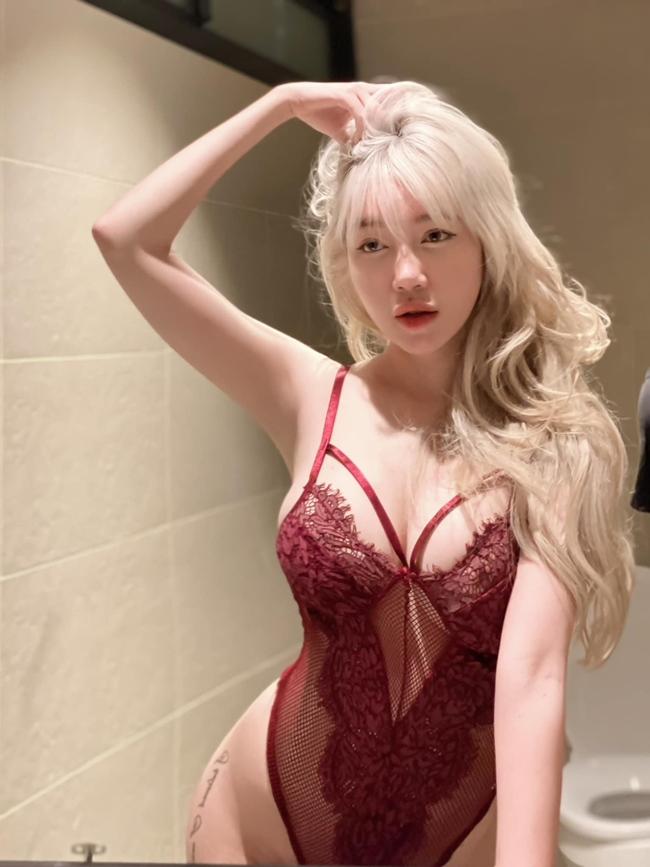 Cựu hot girl Elly Trần tung bộ ảnh mặc gợi cảm