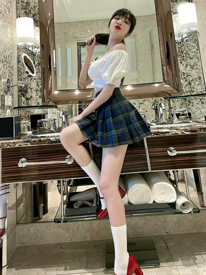Elly Trần tiết lộ số đo vòng 1 khiêm tốn, phủ nhận danh xưng 'hot girl ngực khủng' lâu nay