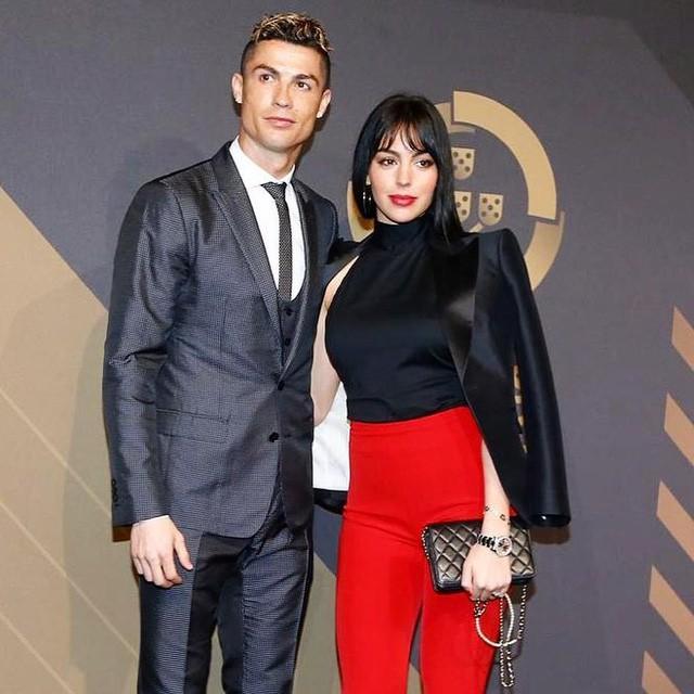 """Người mẫu """"Lọ Lem"""" sắp cưới siêu cầu thủ đào hoa Cristiano Ronaldo là ai?"""