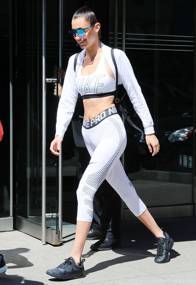 Mặc quần tập gym hiên ngang ra đường, hot girl Hollywood suýt độn thổ khi nhìn lại