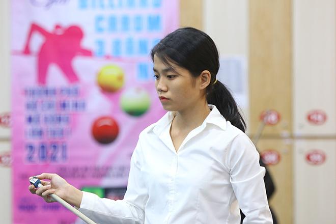 Hot girl bi-a Việt đại chiến, Yến Sinh 18 tuổi gây ấn tượng