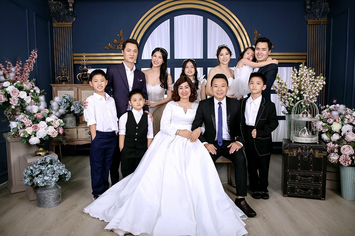 Ca sĩ Đăng Khôi hạnh phúc bên cựu hot girl Thủy Anh