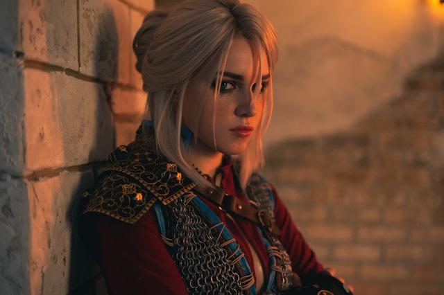 Ngắm nhìn nàng Ciri của The Witcher phiên bản siêu chân dài gợi cảm và quyến rũ