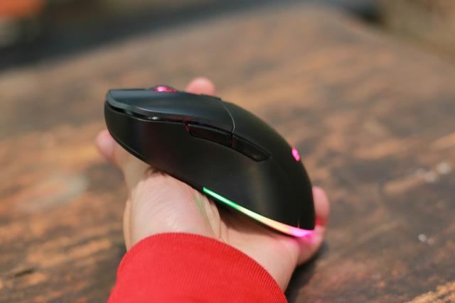 Trên tay E-Dra EM622W: Chuột gaming không dây giá thì rẻ mà chất lượng lại siêu ngon
