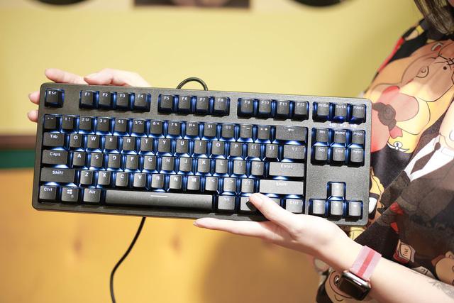 E-Dra EK387: Bàn phím gaming giá ngon, trang bị switch cao cấp bấm siêu sướng