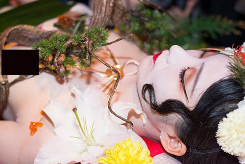 Niềm vui hiếm hoi của các người mẫu sushi