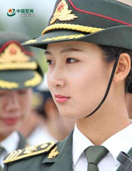 Người mẫu nội y nổi tiếng bỏ việc làm quân nhân gây sốt mạng Trung Quốc