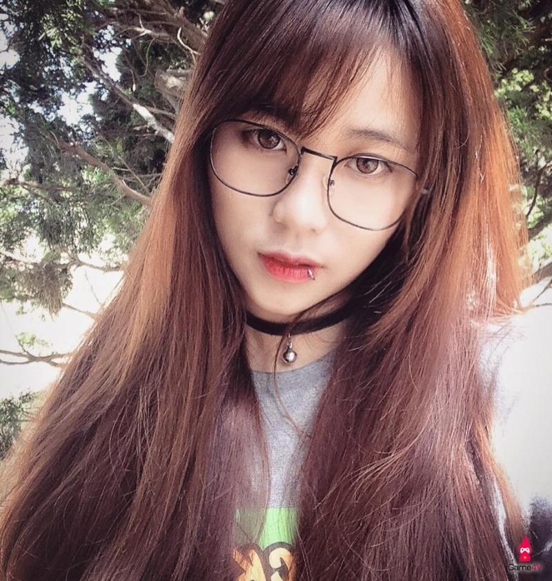 Top 10 Nữ streamer Liên Minh Huyền Thoại và Đột Kích hot nhất Việt Nam