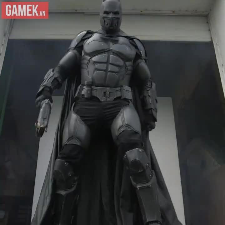 Chiêm ngưỡng bộ trang phục Batman có đẩy đủ trang bị như thật