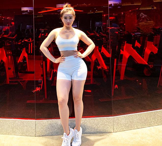 Hot girl vòng ba 101cm chỉ chiêu đốt mỡ thừa và săn chắc cơ thể dịp Tết