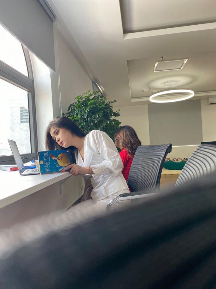 """Hot girl đọc sách trong thư viện mang 3 dòng máu Thái – Việt – Trung bị chụp lén """"vạn người mê"""" là ai?"""
