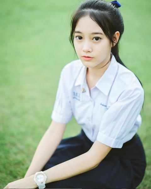 """Nóng bỏng với """"hot girl đồng phục"""" Thái Lan – vừa ngây thơ mà lại gợi cảm"""