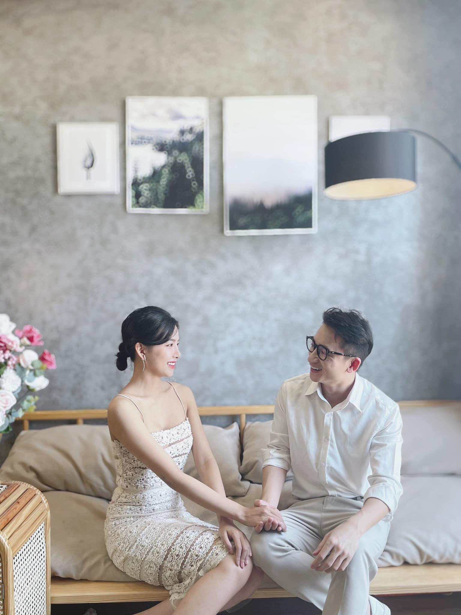 Phan Mạnh Quỳnh và bạn gái hot girl hoãn cưới ở TP.HCM vì Covid-19