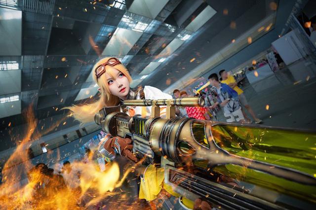 Lạ mắt với cosplay tuyệt đẹp trong game hot Toàn Chức Cao Thủ