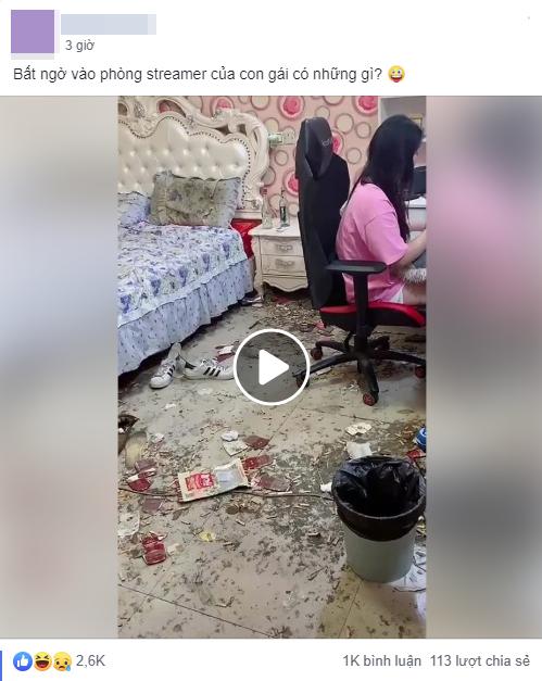 """Dân tình khiếp sợ với căn phòng của nữ streamer bẩn như """"vừa xảy ra vụ nổ"""", nhìn gối ngủ đen ngòm như nhặt từ đống rác"""