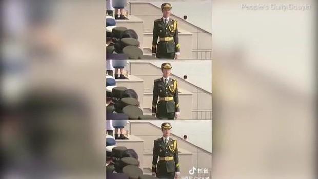 Nữ quân nhân gây sốt MXH vì nhan sắc tựa thiên thần, bỏ nghề người mẫu nội y để tham gia quân đội