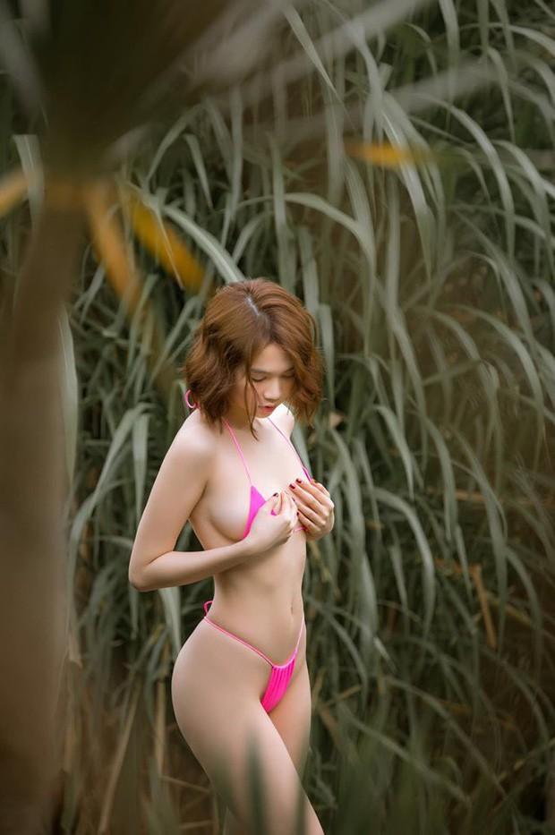 Ngọc Trinh lại gây sốc với khoảnh khắc diện bikini nhỏ xíu, che như không che vòng 1 tiếp nối seri đi du lịch ở Bali
