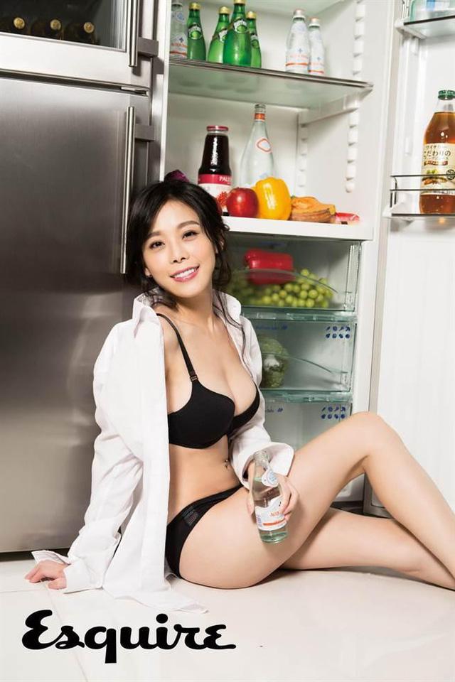 Chỉ dạy nấu ăn, 'hotgirl đầu bếp' vẫn khiến dân mạng dậy sóng vì vẻ ngoài gợi cảm