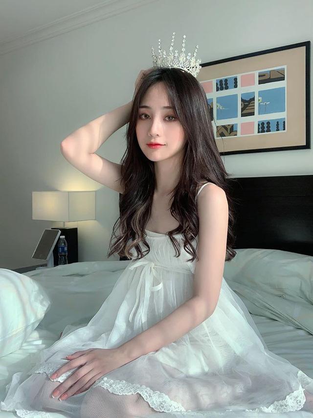 Cô nàng streamer thu nhập 100 triệu mỗi tháng, chỉ nhá hàng ảnh váy ngủ thôi cũng đủ làm bão cư dân mạng