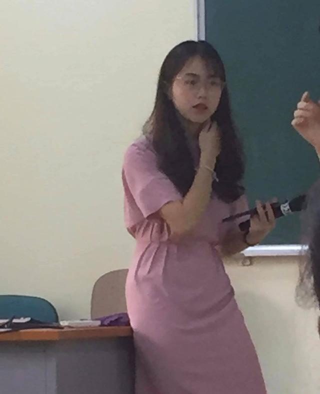 Nữ giảng viên Đại học Kinh tế Quốc dân bị chụp lén mà quá xinh đẹp, thần thái vẫn cứ xuất sắc