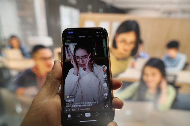 Thâm nhập 'lò' dạy làm giàu bằng TikTok tại Trung Quốc: Học phí siêu đắt, học viên không cần nổi tiếng, chỉ cần tiền