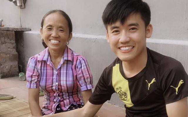 Con trai bà Tân Vlog bị cộng đồng mạng chỉ trích nặng nề, cắn dở thức ăn rồi lại vứt vào nồi nấu như chưa có gì xảy ra